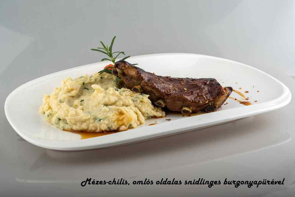 17_Mézes-chilis-omlós-oldalas-snidlinges-burgonyapürével_c