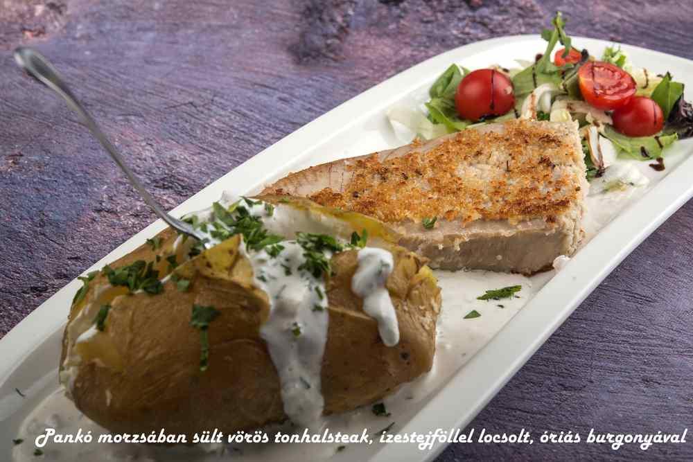 26_Pankó-morzsában-sült-vörös-tonhalsteak-ízestejföllel-locsolt-óriás-burgonyával_c